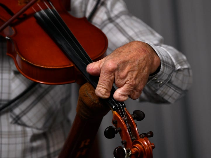 """Fingerless Fiddler"" Roy Thackerson uses a special"