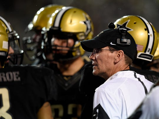 Vanderbilt offensive coordinator Andy Ludwig coaches during a win over Missouri in 2015.
