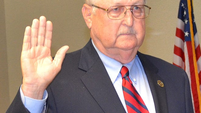 Bill F. Cossar was sworn in as the District 1 commissioner to the Commission on Wildlife, Fisheries and Parks this week.