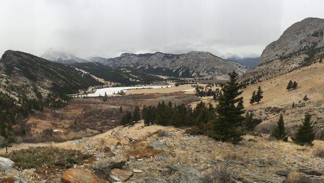 The Wagner Basin hiking trail is short, but hikers can follow the Sun River and game trails to explore the hills between Castle Reef and Sawtooth Ridge.