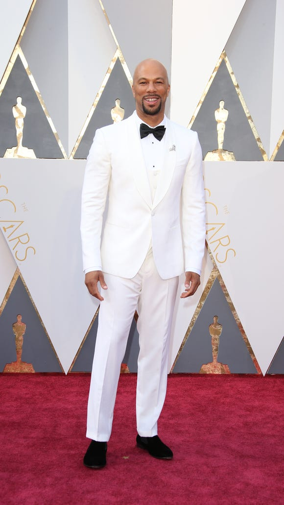 Common walks the red carpet at the Academy Awards.