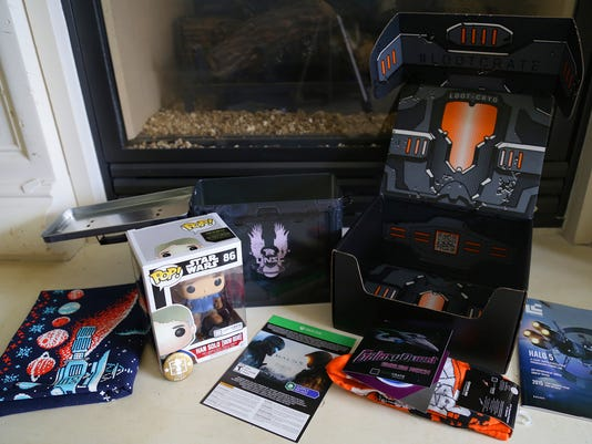 "Loot Crate December 2015 ""Galaxy"" Box"