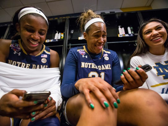 Notre Dame's Jackie Young (5) , Kristina Nelson (21)