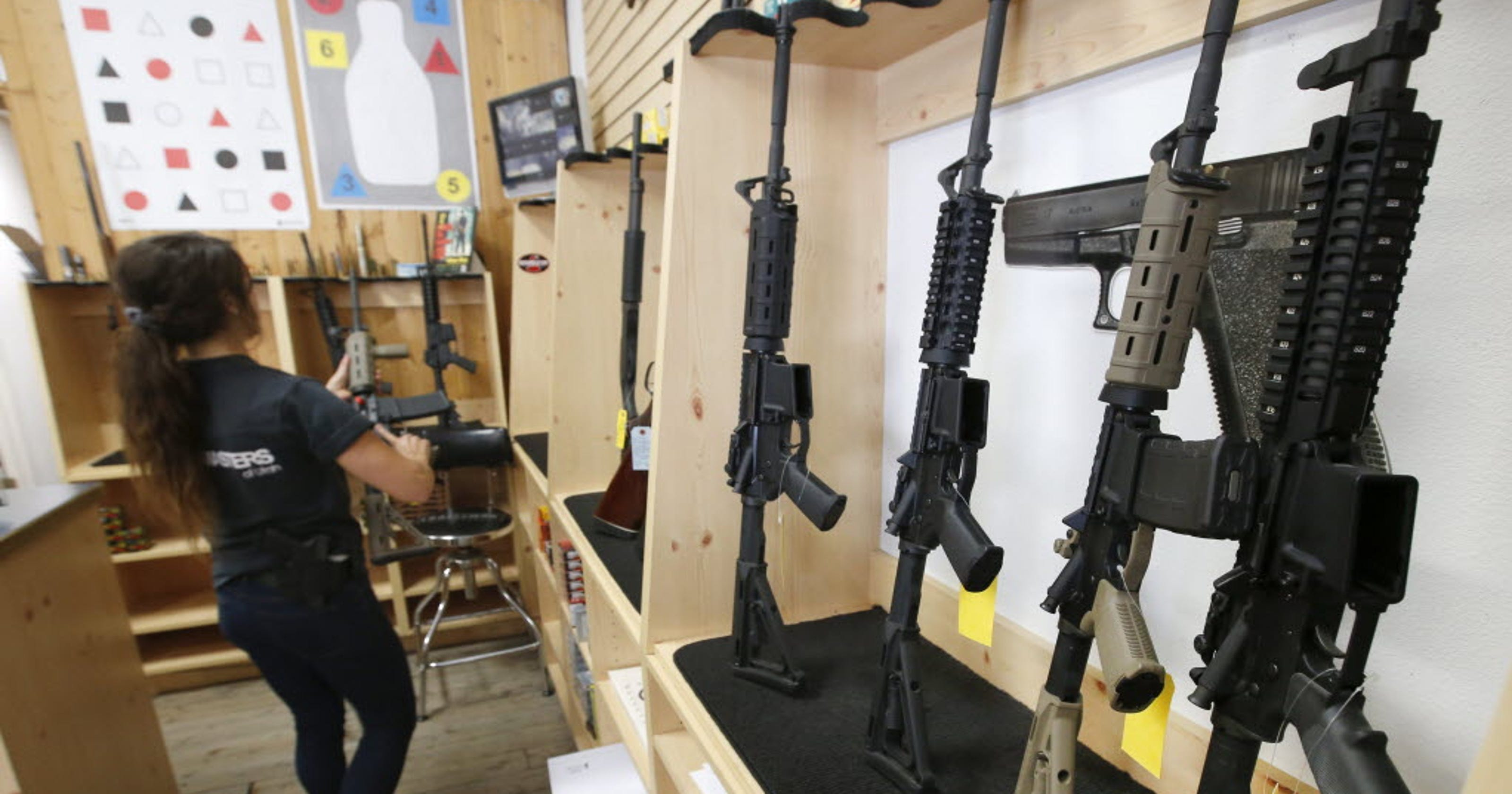 Washington gun initiative turns in petition signatures