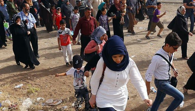 Iraqis fleeing Mosul on Thursday.