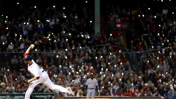 Red Sox fans annoy opposing batters, delay game with cell phone lights