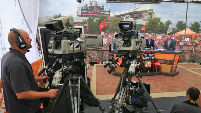 Louisville hosted ESPN College Game Day for the first tim set outside Papa John's Cardinal Stadium Saturday morning.