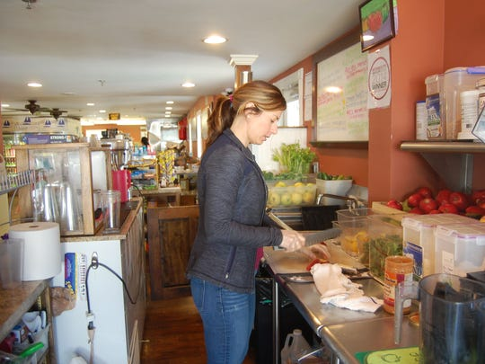 Dalmedo's store serves delicious, healthy cold-pressed juices, smoothies and protein shakes.