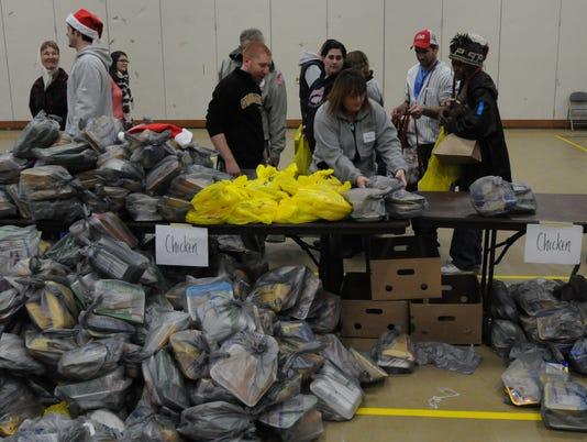 -OSHBrd_12-21-2013_Northwestern_1_A008~~2013~12~20~IMG_OSH_Feeding_America__.jpg