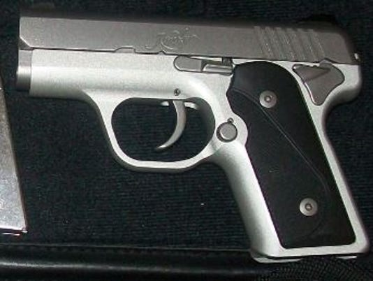 636301873609702148-airport-gun.jpg