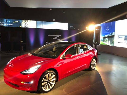 636537152303250973-tesla-Chicago2-model3.JPG