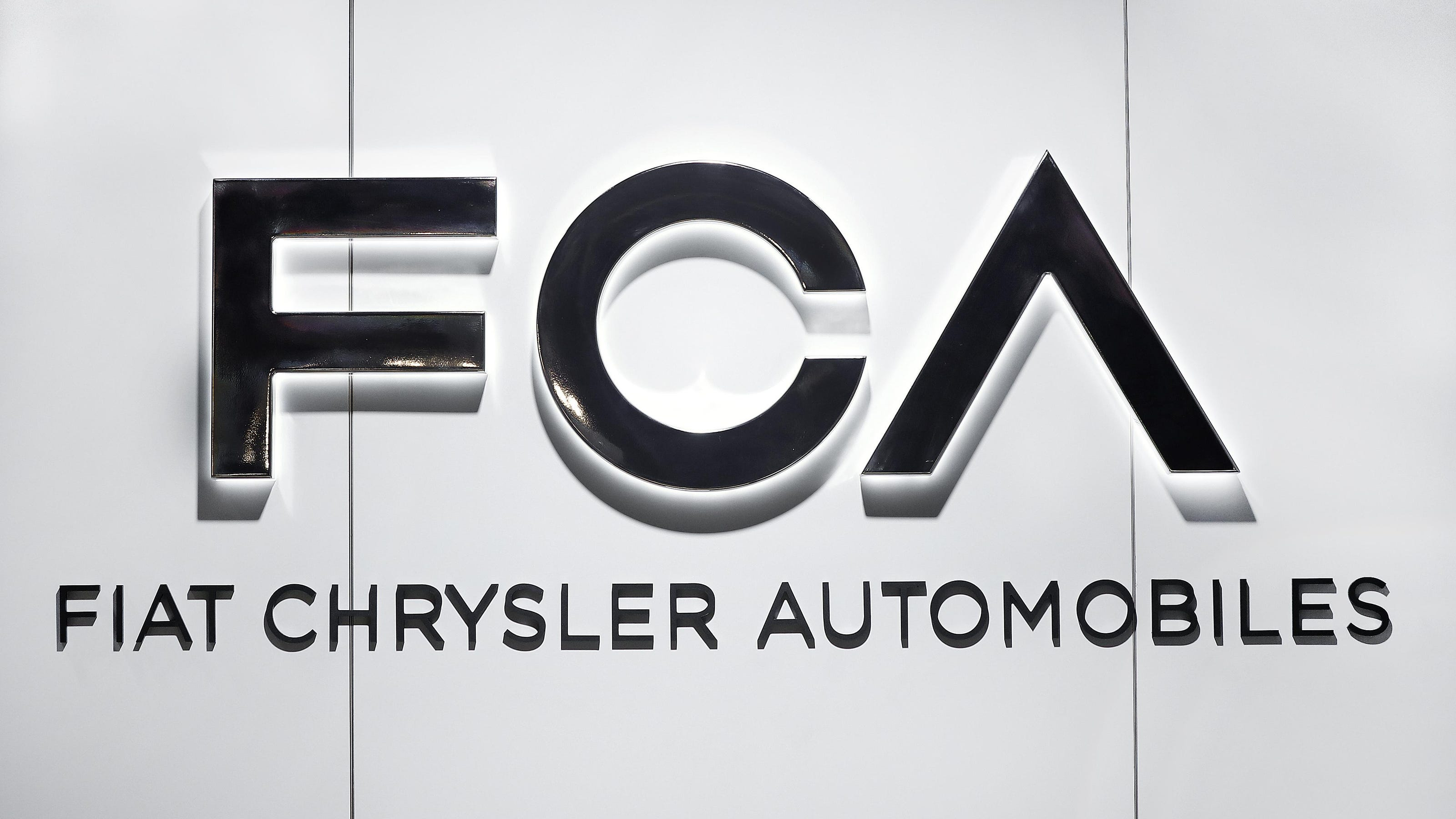 Fiat Chrysler plans $1.1B inaugural dividend payout