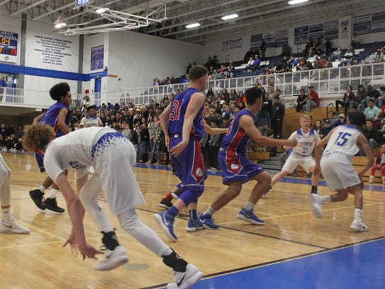 The Cavemen challenged the Las Cruces Bulldawgs, Jan.