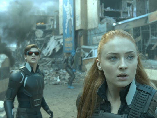 Cyclops (Tye Sheridan) and Jean (Sophie Turner) are
