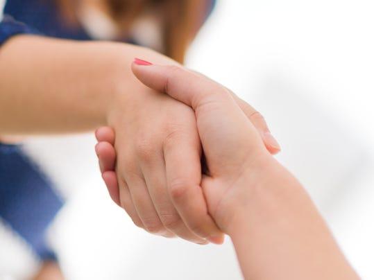 20141208_women_shaking_hands.jpg