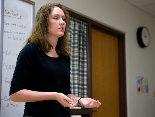 Lizzie Galoff speaks to a health class during a NAMI