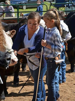 Kylee Smith, right, presents her steer to judge Melinda Perkins of the Tennessee Cattlemen's Association.