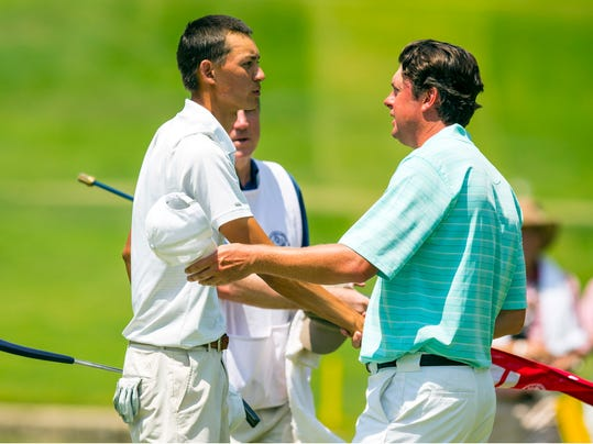 Frederick Wedel, left, shakes hands with Nathan Smith after Wedel won 4 and 3 in the quarterfinal round of match play at the U.S. Amateur Championship golf tournament at Atlanta Athletic Club in Johns Creek, Ga., Friday, Aug. 15, 2014.  (AP Photo/USGA, John Mummert)