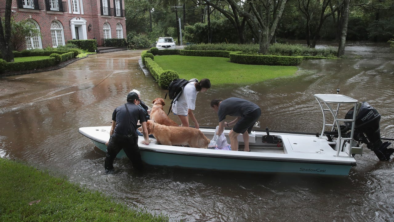 Volunteer boats aid Houston rescue efforts