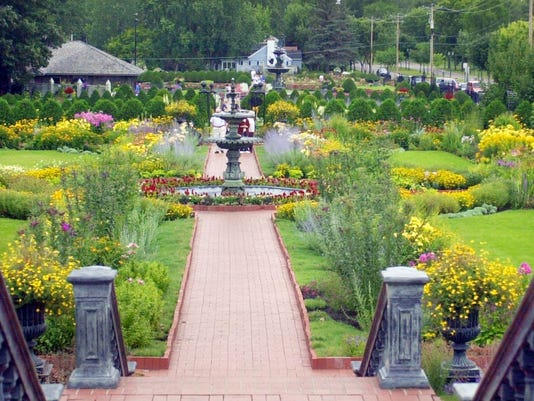 Moments of Life: Munsinger and Clemens Gardens