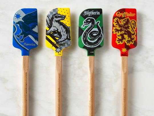 Hogwarts spatulas will delight the cook who like Harry Potter.