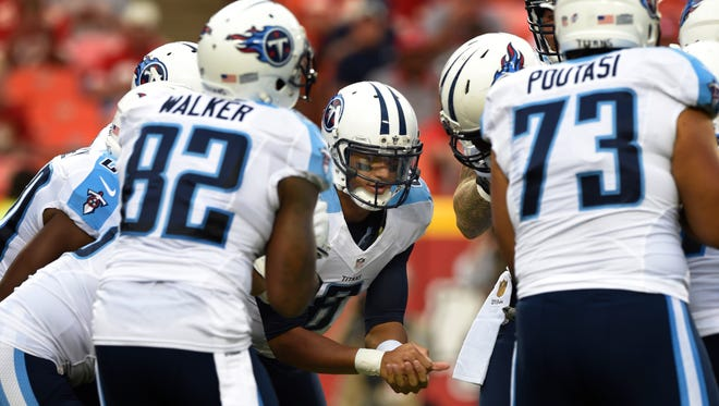 Quarterback Marcus Mariota (8) calls a play in the huddle during the first quarter Friday.