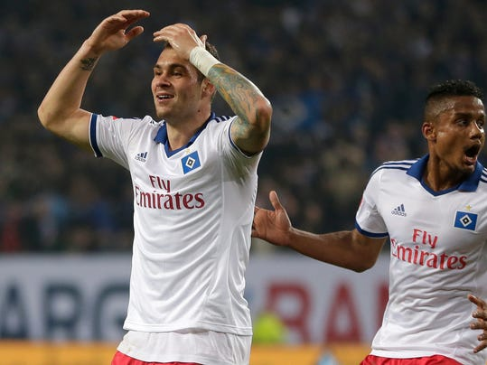Hamburg's Pierre-Michel Lasogga, left, watches the referee and gestures besides teammate Michael Mancienne of England during their 1st leg relegation soccer match between Hamburger SV and Greuther Fuerth in Hamburg, Germany, Thursday, May 15, 2014.  (AP Photo/Matthias Schrader)