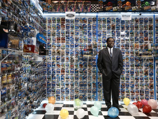 Store Helped Son Cull Hot Wheels Collection