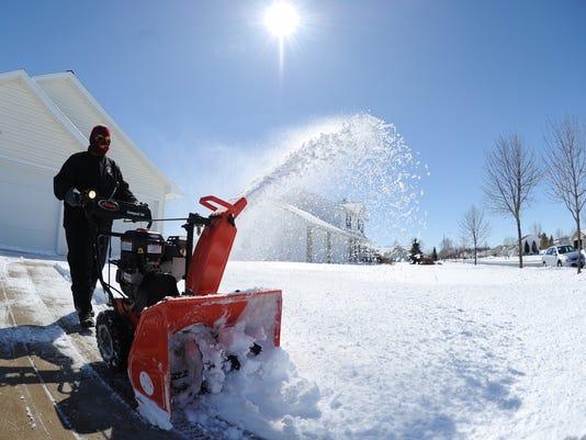 636584435305827112-snowblow.jpg