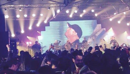 Garth Brooks' performed a secret show in Nashville Wednesday night.