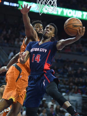 Pistons guard Ish Smith goes to the basket as Suns forward Alan Williams defends in the third quarter of the Pistons' 112-95 win Sunday, March 19, 2017 at the Palace.