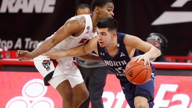 North Florida's Jose Placer (15) hit a 3-pointer and two foul shots in the final half-minute to lift the Ospreys over LIpscomb on Saturday.