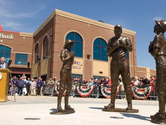 Brooks Robinson speaks after a statue of him in a York