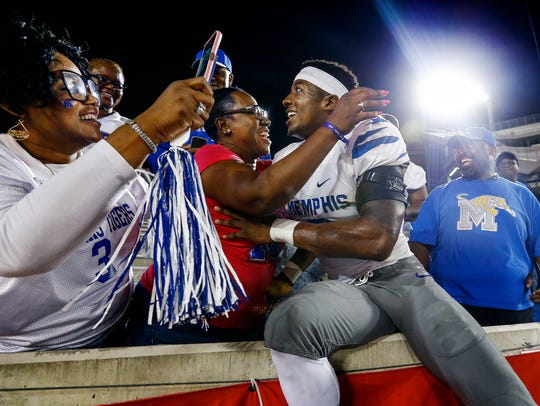 University of Memphis receiver Anthony Miller (right)