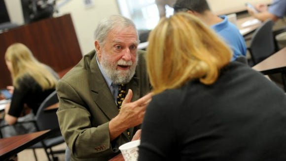 Dr. Frank Ochberg talks with an attendee at a trauma journalism seminar July 30 in Harrisburg.