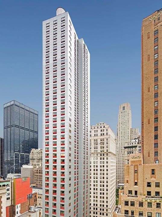 World S Tallest Holiday Inn Debuts In Manhattan