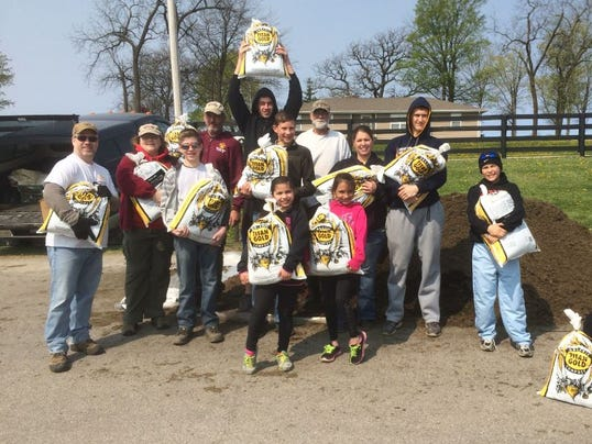 636281151034712749-AAP-AS-AW-Compost-Day.JPG