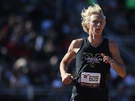 Lincoln's Clayton Carlson runs the 1600m run at the