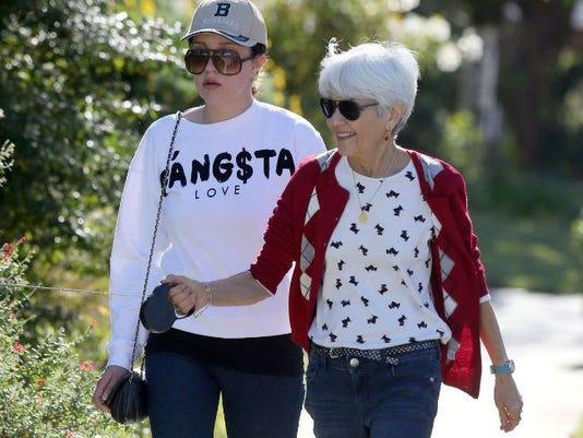 Amanda Bynes with her mother Lynn