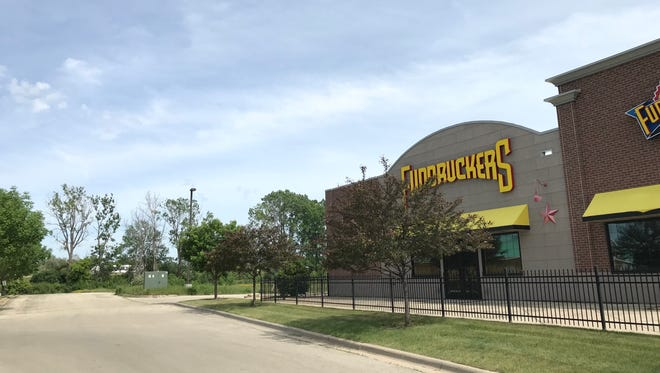 Fairfield developers eye the property behind Fuddruckers for a new hotel in Grand Chute.