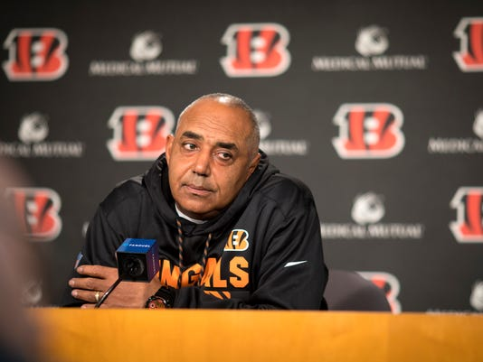 636492120463009771-Marvin-Lewis01A.JPG