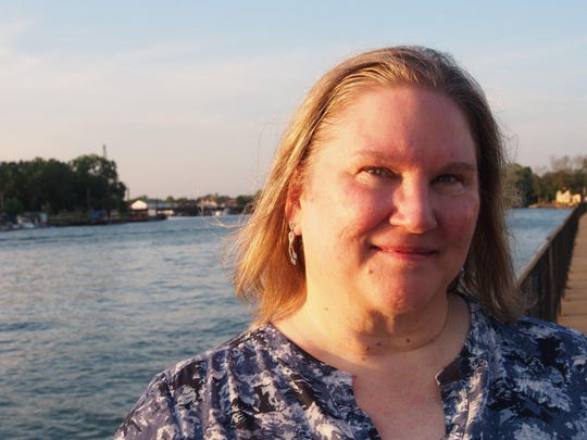 Anne Bishop is RoberCon's author guest of honor.