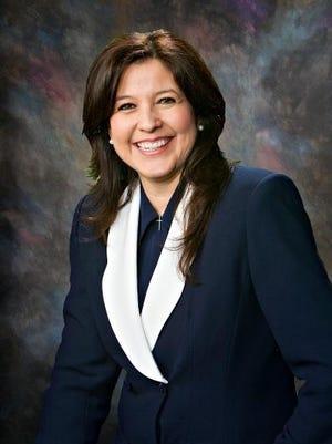 CATHERINE MIRANDA (LIDERAZGO EJEMPLAR) - Catherine Miranda es senadora por el Distrito 27 de Sur Phoenix. Miembro el Comité de Educación y del Comité de Comercio y Seguridad Pública. Es miembro de la Junta Directiva de la Asociación Nacional de Funcionarios Latinos Electos, miembro del Comité Asesor Legislativo de la Comisión Interestatal Occidental, ex VP del Comité Hispano Nacional de Legisladores Hispanos.