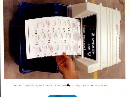 -VOTING_MACHINES_1.jpg_19911101.jpg