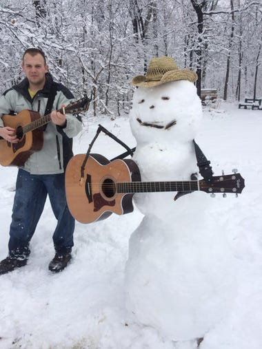 A Garth Brooks snowman!