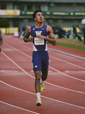 Michael Thomas running for the University of Washington.