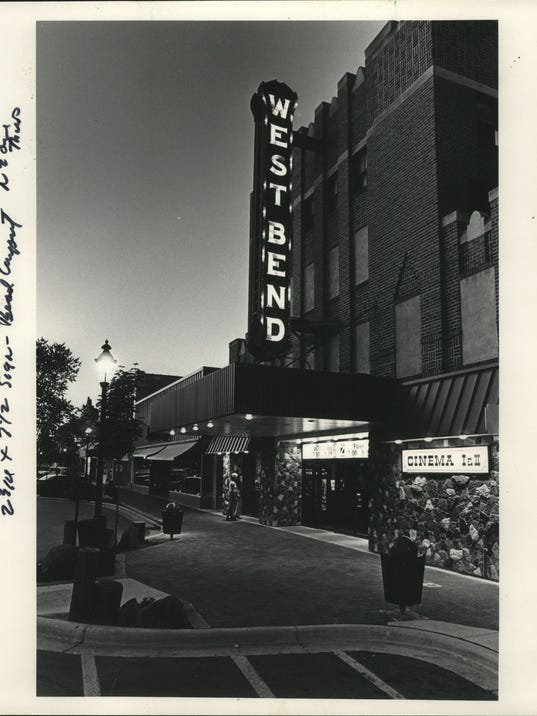 1983 Press Photo West Bend Theatre, 125 N Main, on Sunday