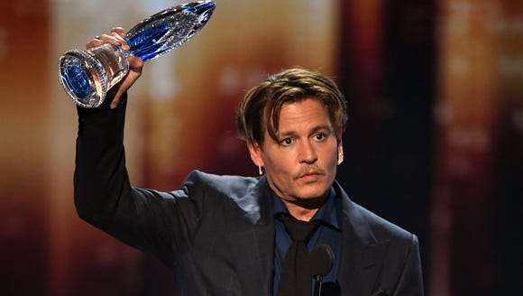 Johnny Depp accepts the Favorite Movie Icon award during