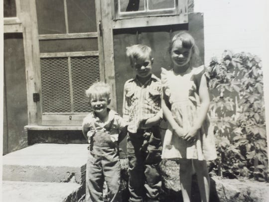 Julie Carter and two of her three brothers (circa 1959).