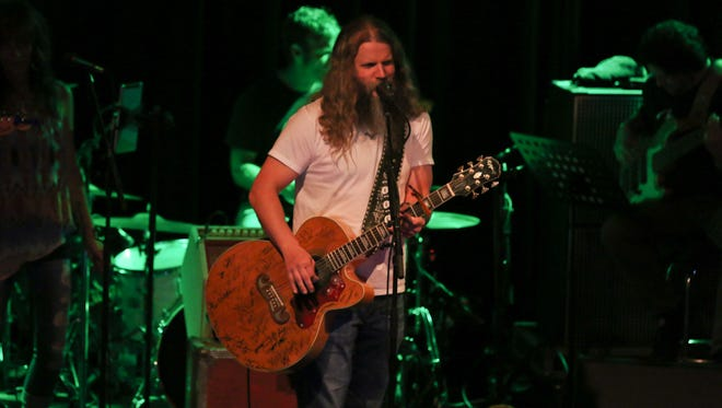 Jamey Johnson performed a sold-out show at Vinyl Music Hall.